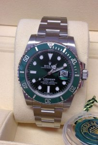 Rolex Submariner Date 116610LV Green 'Hulk'