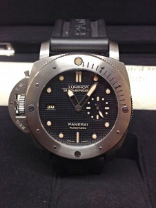 Panerai Luminor Submersible PAM00569 44mm