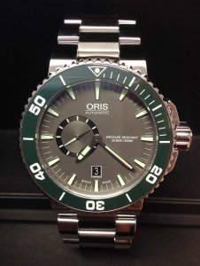Oris Aquis Small Seconds Date 01 743 7673 4137
