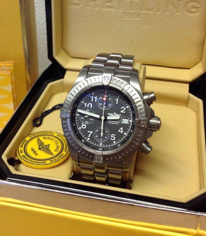 los angeles 750bd a83a3 Breitling Chrono Avenger Automatic Grey Dial E13360