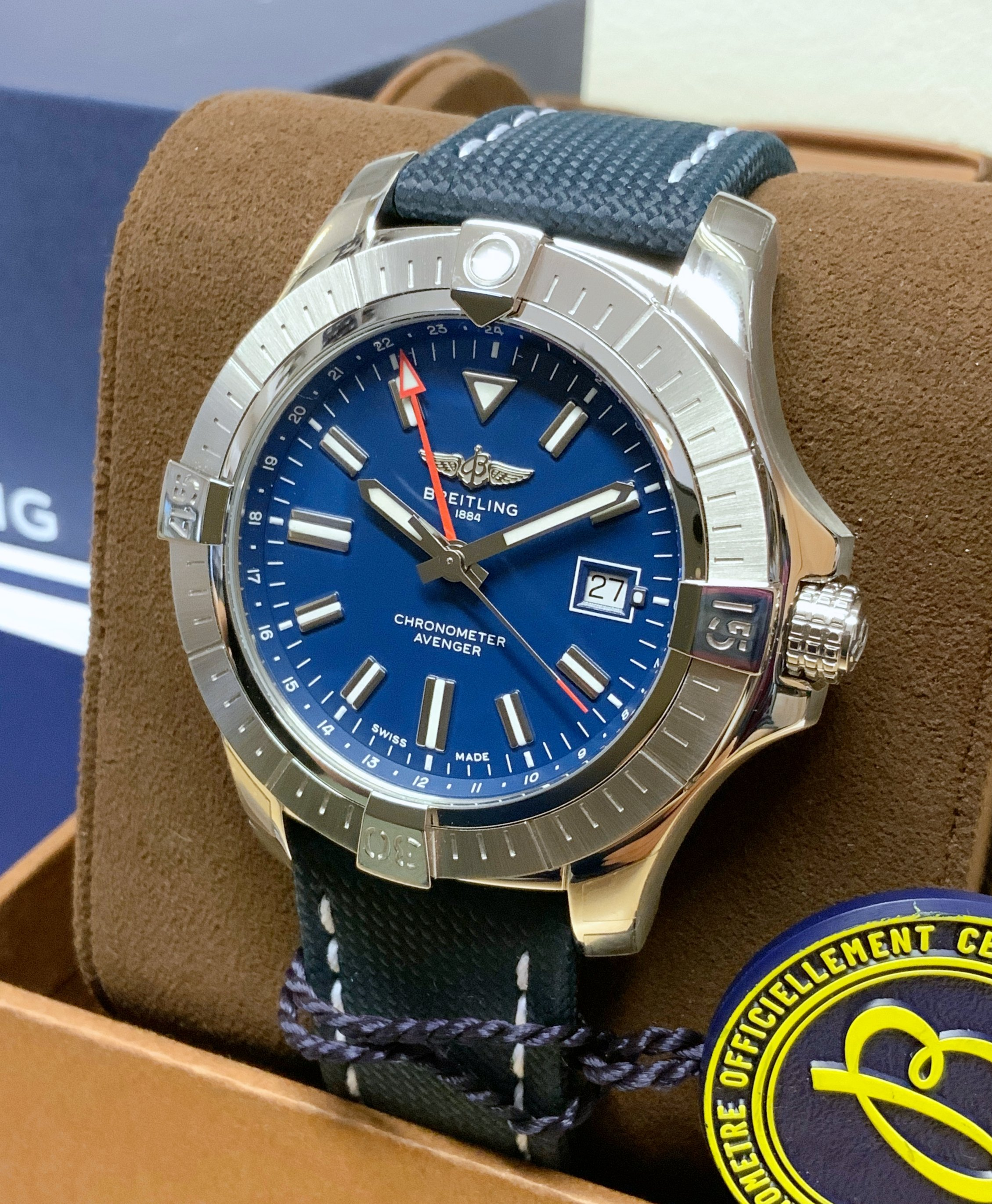 Breitling Avenger Automatic GMT 45 A32395