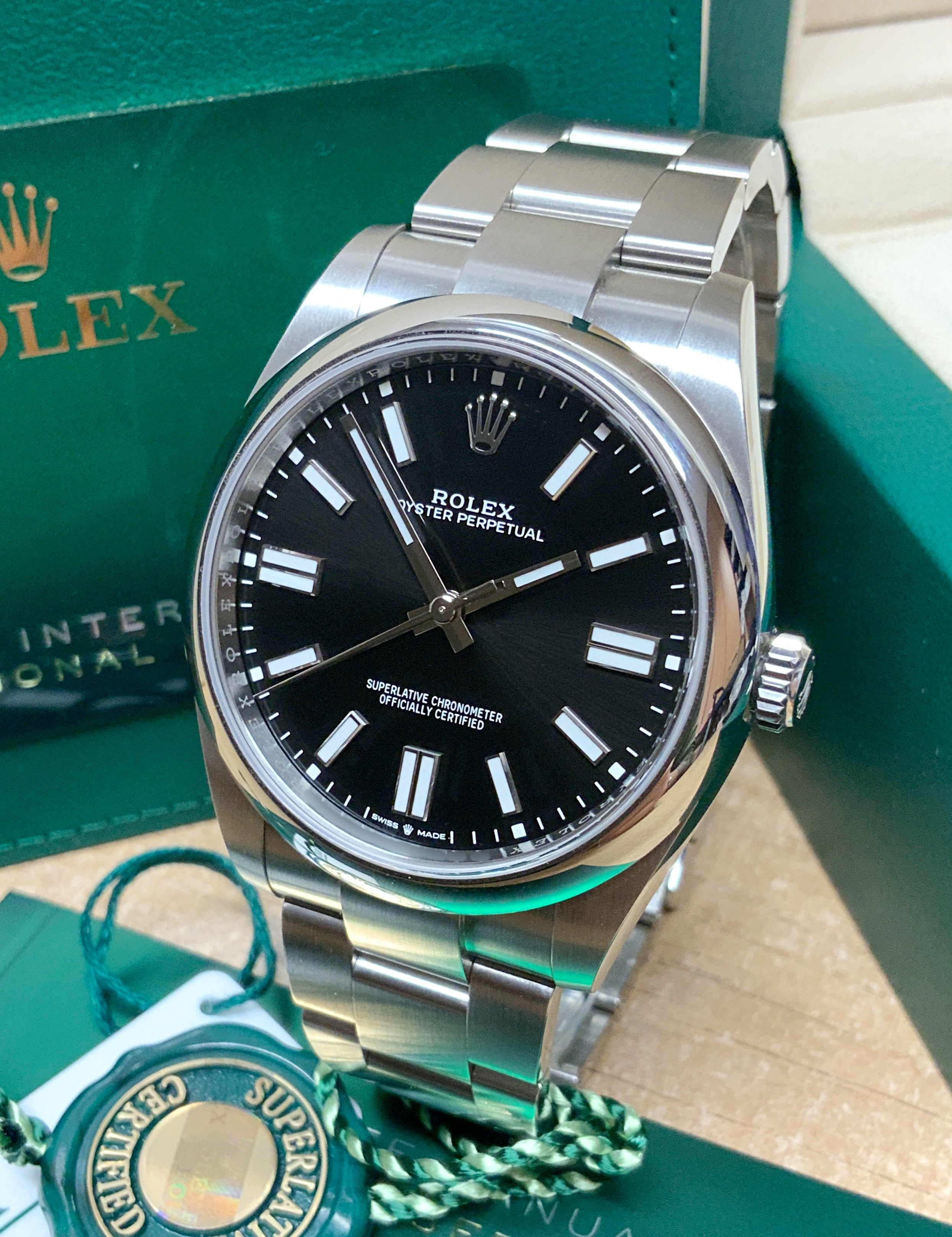 Rolex Oyster Perpetual 41 124300 Black Dial